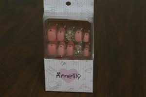 かわいいピンク色のつけ爪