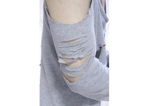 自作女装服の腕の切れ込み部分