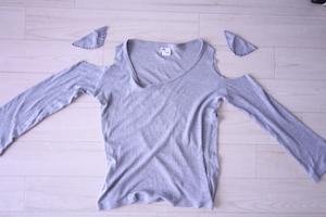 肩口を切った状態のロングTシャツ