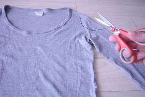 ハサミとロングTシャツ