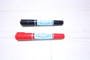 水性マジックペン赤色と黒色
