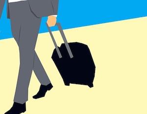 荷物を運んでいる男性