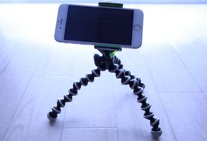 三脚で固定したiPhone