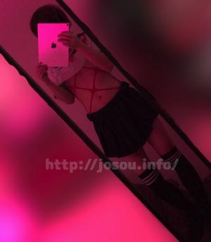 紐レオタード -亀甲ライン-をセーラー服と組み合わせる女装
